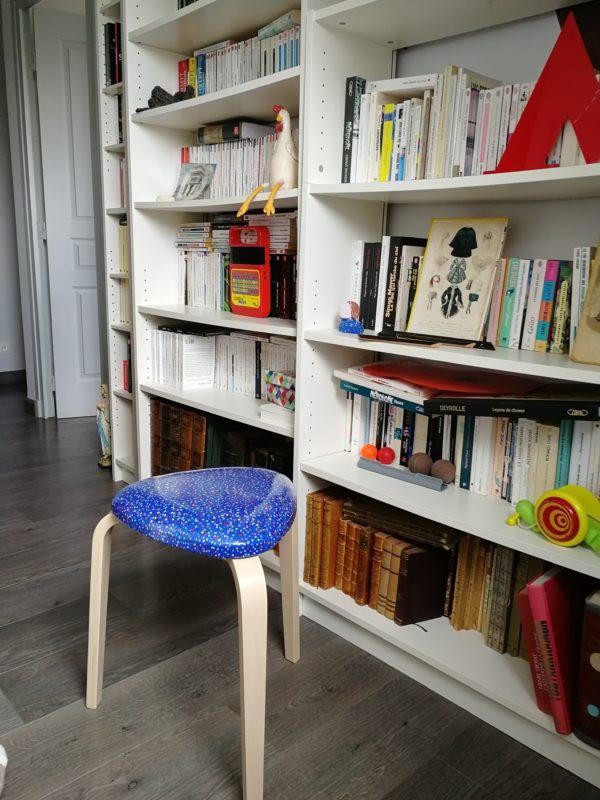 tabouret tripode bibliothèque